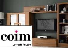 Menja Coim Lucrecia in Love
